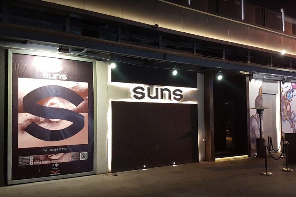 SUNS bar lounge