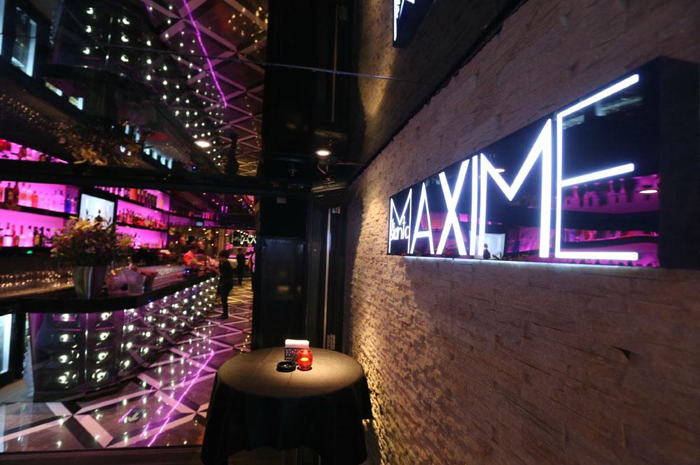 St Maxime法国紫色餐厅