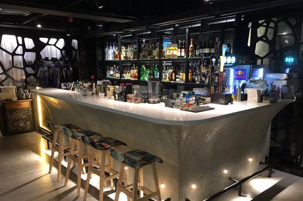 La Luna Bar & Lounge